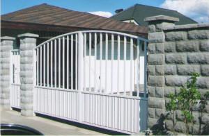 Распашные ворота с аркой
