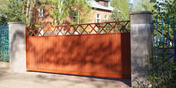 Откатные ворота с диагональной решеткой