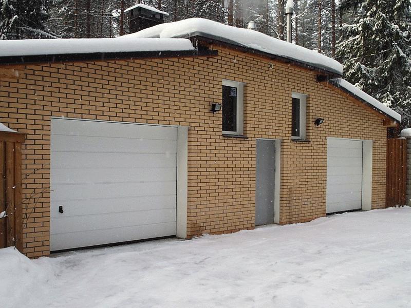 Гаражные ворота LPU-40 в исполнении с М-гофр