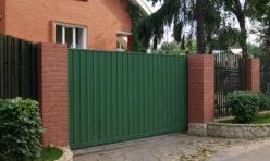 Откатные ворота с отдельно стоящей калиткой