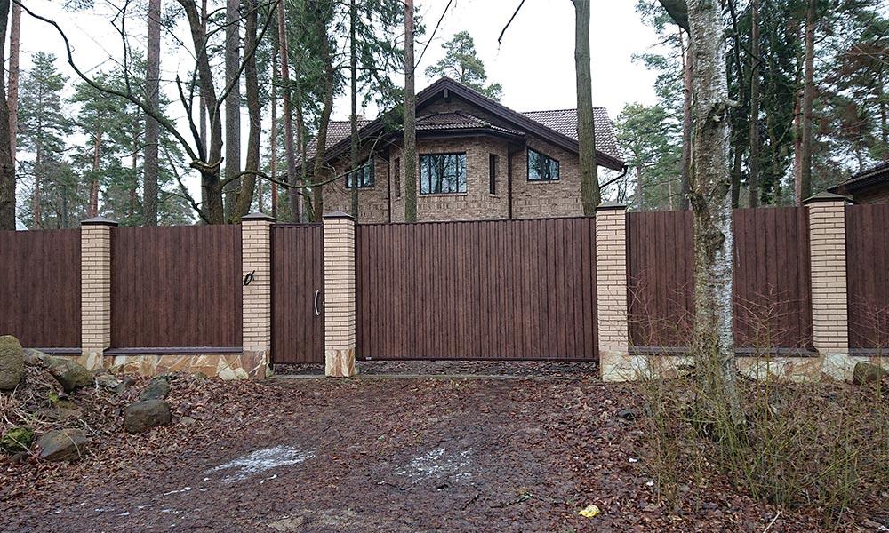 Откатные ворота с зашивкой профлистом под дерево