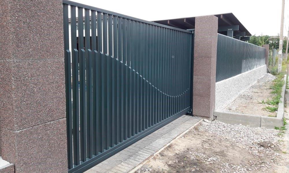 Откатные ворота премиум класса с заполнением вертикальной прой.трубой и рисунком