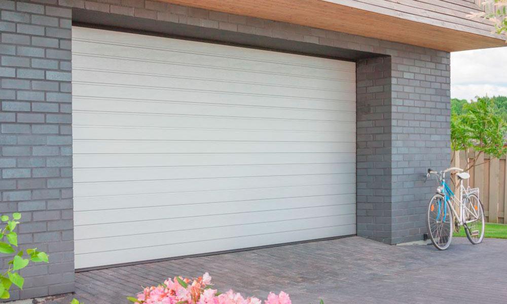 Гаражные ворота Prestige Алютех S-гофр WoodGrain цвет белый RAL9016