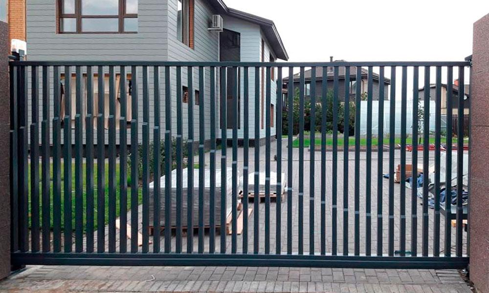 Откатные ворота ТВЕЛЬ премиум класса с заполнением вертикальной проф.трубой и рисунком ВОЛНА рис.2